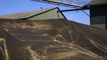 Dansk Industri er modstander af EU's forslag om at indføre et loft for de såkaldte førstegenerations-biobrændstoffer, der er baseret på fødevareafgrøder. Forslaget skaber usikkerhed for investorer i branchen, mener DI, som møder kritik fra både energiminister og udviklingsminister