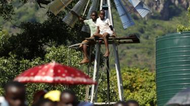 Grøn energi fra f.eks. vindmøller og solpaneler kan gøre udviklingslande mindre afhængig af olie og fremme udvilingen. Selv om u-landene er skeptiske.