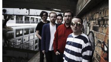 Sangene på Hot Chips nye album 'In Our' Heads' er mestendels fabelagtigt saliggørende uden helt at slippe håndbremsen. Pr-