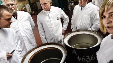 Norske og svenske eksperter undrer sig over de danske planer for det mest problematiske atomaffald. Teknologien til en sikker permanent løsning findes endnu ikke, lyder det. Alligevel er det netop, hvad danskerne stiler efter