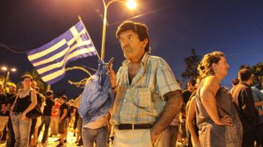 Nedslidt. Det er det fattige nedslidte Grækeland, der har brug for hjælp, men bliver hårdest ramt af den europæiske nedskæringskampagne. Det er dem, de græske højreekstremister appellerer til med deres slogans og nøje tilrettelagte sociale aktivisme.