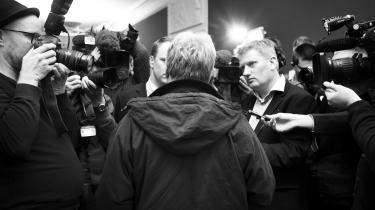 Kulturminister Uffe Elbæk var manden i centrum på Christiansborg i går.