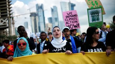 Demonstranter ved COP18 i Doha forsøger at råbe deres regeringer op.