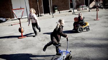 Hvis børn skal have en længere skoledag, bliver tiden, de tilbringer i SFO'en, forkortet, og så må forældrebetalingen sættes ned, mener bl.a. børne- og undervisningsordfører Mai Henriksen (K).