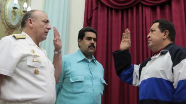 At præsident Chávez er alvorligt syg, hersker ikke længere nogen tvivl om. Indtil beskeden lørdag aften, havde Hugo Chávez været væk fra offentligheden i mere end tre uger. På billedet ses Hugo Chavez (højre) sammen med vicepræsident Nicolas Maduro (midten) .