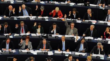 Hvis borgerne i Europa forstod, hvor dybt de politiske beslutninger, der tages i Bruxelles og Strasbourg griber ind i deres hverdag, ville de interessere sig for politik, mener Jürgen Habermas.