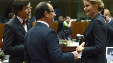 """span class=""""photo-credit"""">Foto: Eric Vidal  EU's stats- og regeringschefer gav i går deres samlede godkendelse til, at de vil finde en løsning, så EU samlet kan holde opsyn med de store banker gennem et banktilsyn. Her taler Frankrigs præsident, François Hollande, med Helle Thorning-Schmidt, mens Belgiens regeringschef, Elio Di Rupo (tv.) lytter."""