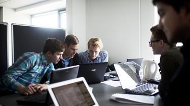 Et nyt kvalitetssikringssystem af uddannelser risikerer at føre til mere bureaukrati på universiteterne, mener universiteterne, professions-højskolerne, Akademikernes Centralorganisation og  Akkrediteringsrådet selv. Alligevel er systemet blevet godkendt.