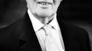 'Min far blev dræbt i krigen i 1944 i kamp mod en Waffen SS-panserdivision. Og jeg må ofte have spurgt mig selv: 'Hvilket formål tjente det?' siger Bill Cash om baggrunden for sin modstand mod EU-samarbejdet.