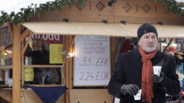Estland er et af de EU lande, hvor krisen har ramt hårdest, men hvor hårde reformer har ført til, at landet igen oplever vækst. Reformerne har blandt andet betydet en fyringer og lønnedgang for stats- og kommunalansatte på mellem 10 og 15 pct., men trods de betydelige besparelser er reaktionerne i befolkningen stort set udeblevet.