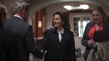 Sjusk. Det dramatiske højdepunkt i første afsnit af 'Borgens' tredje sæson, formandsvalget hos De Moderate, er både blottet for dramatisk spænding og helt usandsynligt i sin banale intrige.