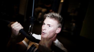 Nicolai Sander styrketræner mindst fem gange om ugen, og i maj nåede han sit højeste mål: at vinde titlen som fitnessmodel. Men fit og sund er ikke nødvendigvis det samme, mener professor.