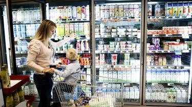 Danskernes forbrug af margarine, smør og olie var faldet med 10-20 procent allerede tre måneder efter fedtafgiften var blevet indført. Reguleringer på fødevareområdet er fornuftigt, mener dagens kronikører.