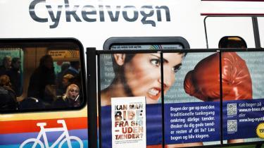 Det offentlige – virtuelle såvel som fysiske – rum er plastret til med reklamer. Med baggrund i psykologisk forskning konstrueres reklamerne, så de mest effektivt går uden om bevidsthedens parader.