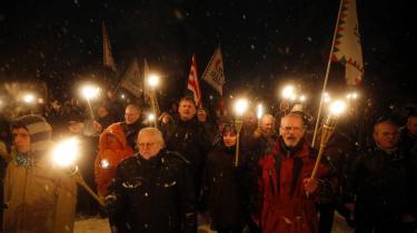 Tilhængere af det yderliggående højreparti Jobbik deltog i lørdags i en anti-roma-demonstration, der blev udløst af, at romaer blev beskyldt for at have stukket to unge mænd ned under et slagsmål i en bar.