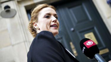Social- og integrationsminister Karen Hækkerup (S) har sat en stopper for beregninger af, hvad indvandring koster det danske samfund. Oppositionen og forskningsleder kritiserer beslutningen