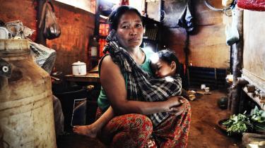 Størstedelen af de 1.700 mennesker i flygtningelejren Nhkawng Pa i det nordøstlige Myanmar er kvinder og børn – mændene har tilsluttet sig oprørshæren