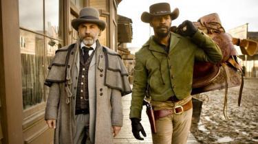 Quentin Tarantino fortsætter sin revisionistiske historieskrivning i spaghettiwesternen 'Django Unchained', der er endnu en skamløst kulørt, voldsomt underholdende og uhyre stilfuld hævnhistorie