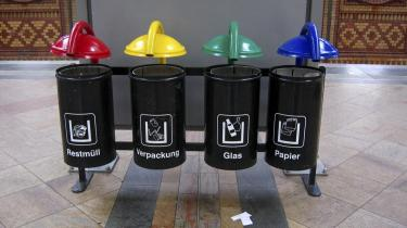 Affaldssortering på en tysk togstation. Danmark er bagud i forhold til Tyskland og Sverige med hensyn til genbrug af affald, og vi er det EU-land, der brænder den største andel – 54 pct. – af sit affald i forbrændingsanlæg