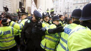 Britiske undercover-betjente fra Metropolitan Police skabte aliasser ved at stjæle døde børns identiteter uden forældrenes samtykke, når de skulle infiltrere anti-kapitalistbevægelsen i slutningen af 1980'erne.