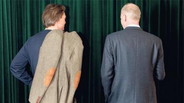 I fem år har de to tidligere spindoktorer Peter Mogensen og Michael Kristiansen afkodet det politiske spil på Christiansborg for seerne på TV 2 News. På en cafe i København gør de status over deres program, der nu er sat på pause