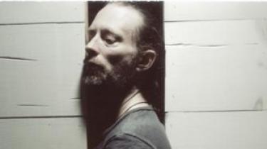 Radioheads forsanger Thom Yorke har dannet en supergruppe med blandt andre Flea fra Red Hot Chili Peppers. Det er endt som et aerodynamisk smukt væsen, der ånder binære talkoder fulde af menneskefølelser