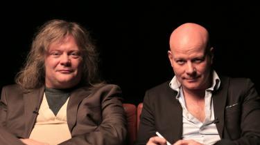 Opstillingen i Blachmans nye talkshow 'Blachman', hvor to mænd placeres i en sofa med udsigt til en nøgen kvinde, refererer så tydeligt  tilbage til en gammelpikket mandsdominans  – han har blikket og ordet, hun er genstanden – at det er svært at se fremtiden i det. Her er det forfatteren Jan Sonnergaard, der gæster 'Blachman'.