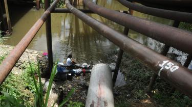 Udvindingen af olie har flere steder skabt økologiske katastrofer for regnskoven i Ecuador.