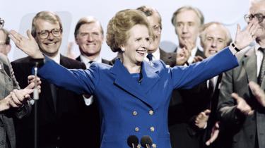 'The Iron Lady' modtager applaus under den konservative partikongres i 1989. Hun var premierminister i perioden 1979-1990, som bl.a. bød på Falklandskrigen og en række strejker i Storbritannien.