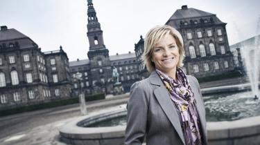 Lotte Mejlhede er vært på '1240K'. TV 2 News' nye livlige, men også noget anstrengende politiske program, som ikke giver sig tid til at komme til bunds i noget som helst.