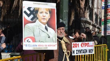 Tysklands forsøg på at skabe økonomisk orden bliver ved denne demonstration i Athen sammenlignet med Nazi-Tysklands forbrydelser.