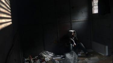 Sexarbejde er ikke forbeholdt kvinder. Den britiske migrationsforsker Nick Mai har interviewet over 100 mandlige prostituerede – mænd, der kommer fra mange forskellige lande og samfundslag og arbejder på bordeller eller gaden. Manden på billedet er ikke en af de prostituerede, men en af de mange nordafrikanere, der er rejst til Europa for at begynde et nyt liv.