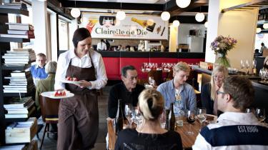 MEST er en klassisk fransk bistro, hvor du kan bestille østers, moules marinière, foie gras terrine, steak béarnaise, confit de canard og andre kendinge. Og der bliver arbejdet i køkkenet på at gøre det hele til en fornøjelse.