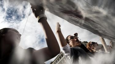 De store demonstrationer er stilnet af, men Syriza siger åbent, at partiets mulighed for at skabe forandringer, hvis det kommer til magten, er afhængig af folkelig aktivitet og mobilisering.