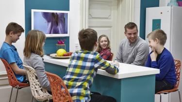 Den omsorg, der opstår imellem børnene i ly af Ultrahuset, befordrer til at tænke over betingelser for samvær og samtale.