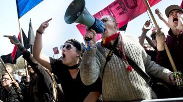 Med bannere og buhråb blev blandt andre Frank Jensens 1. maj-tale i Fælledparken i København saboteret. 'Det har intet med demokrati at gøre og alting at gøre med en gruppe, der altid har hadet det etablerede politiske system,' skriver dagens kronikør.
