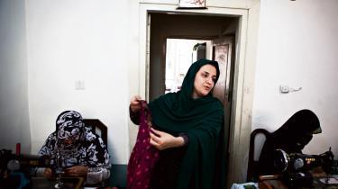 Kvindeliv. Rangina Hamidi har opbygget en systue, hun dårligt kan leve af, men som betyder alt for kvinderne, der arbejder der.
