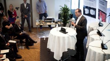 Klimaminister Martin Lidegaard (R) talte ved gårsdagens 'topmøde' om skifergas arrangeret af Ingeniøren. Selv om manger er utrygge ved udsigten til boringer efter skifergas på dansk jord, var antallet af kritikere begrænset blandt de fremmødte.
