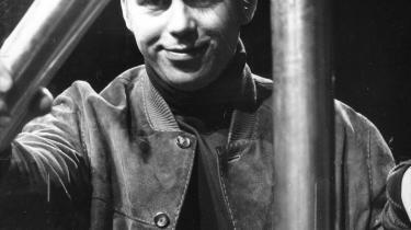 Dramatikeren Vaclav Havel kunne i 1968 rejse frit til New Yorks Public Theater og sætte sit stykke 'The Memorandum' op, men senere blev styrets greb strammet om ham, og han blev fængslet i årevis og fik udgivet sine bøger via udsmuglede manuskripter i Vesten. En praksis tjekkiske forfattere bruger i dag.