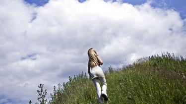 Tingene er gået stærkt for Denice Klarskov, siden hun i 2004 tog til Los Angeles for at prøve lykken i voksenunderholdningsbranchen. I en alder af bare 20 år har hun allerede etableret sig som et af de hotteste nye danske navne på det amerikanske pornomarked, og som en selvstændig for-retningskvinde med eget produktionsselskab i Danmark. Foto: Scanpix