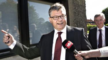 Claes Nilas, forhenværende departementschef i Integrationsministeriet, ankommer til mandagens afhøring i Statsløsekommissionen. Tirsdag er det Birthe Rønn Hornbechs tur. Foto: Jens Nørgaard Larsen