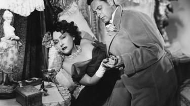 Mest berømt er 'Sunset Boulevard' – med rette – for sit portræt af den monstrøse diva Norma Desmond, der lever i sit skumle og forsømte, men indvendigt rigt udstyrede palæ, isoleret for omverdenen og kun optaget af at pleje sit stjerne-image fra dengang 30 millioner stumfilmsfans over hele verden forgudede hende.