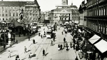 Alexanderplatz anno 1925 i et Berlin, der i Alfred Döblins bog beskrives som en kødby, hvor dyrene slagtes med økser og køller, knive, skrig og skrål. Og hvor forbryderne er rå og hævngerrige.