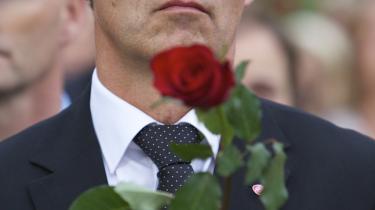 Norges statsminister, Jens Stoltenberg, ved mindehøjtideligheden efter Anders Breiviks terrorangreb i Oslo i juli 2011. 150.000 mennesker samledes i Oslos centrum, og Stoltenberg sagde i den forbindelse, at det eneste våben mod 'hjemmeavlede' terrorister er mere demokrati og mere åbenhed.