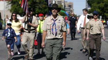 Nye tider. Medlemmer af Boy Scouts of America går side om side med bøsser og lesbiske i det årlige pride i staten Utah. Et helt utænkeligt billede for blot få år siden.