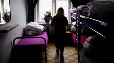 Antallet af fattige i Danmark er tredoblet de seneste 11 år ifølge Fattigdomsudvalget. Her en kvinde på Café Klare, et herberg for hjemløse kvinder i København.