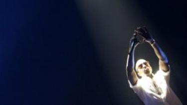 Hiphopikonet Kanye West holder niveauet med sit seneste udspil, der med vanlig beskedenhed hedder 'Yeezus'; det er ikke selvfølelse, der mangler. Og som altid med West er skiven både enormt god og enormt dårlig
