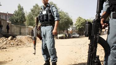 Afghanske sikkerhedsfolk på vagt i Den Grønne Zone i Kabul efter det mislykkede Taleban-angreb på præsidentpaladset.