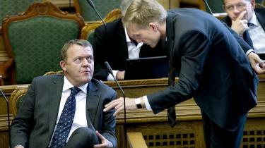 Hvis Lars Løkke Rasmussen (V)  igen sætter sig i statsministerstolen efter et valg, vil han blive inden-rigspolitisk afhængig af især Dansk Folkeparti og Kristian Thulesen Dahl, der har gjort EU-skepsis til en mærkesag, og derfor bliver svær at danse med, hvis EU-forbeholdene skal ophæves.