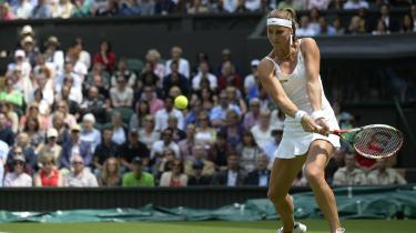 Mandy Minella spiller mod Serena Williams ved Wimbledon. Tennis eksponerer og belønner kvinder som ingen anden sport, fordi kvindelige spillere i 1970'erne stod sammen i kampen mod fordomme og forfordeling.